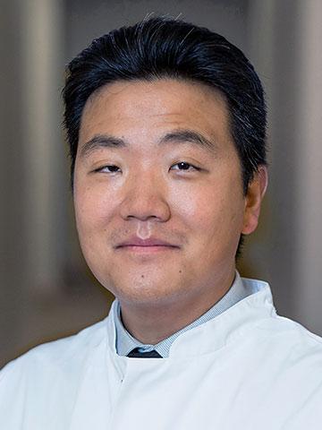 Dr. med. Min-Seop Son, Leitender Oberarzt der AMC-WolfartKlinik